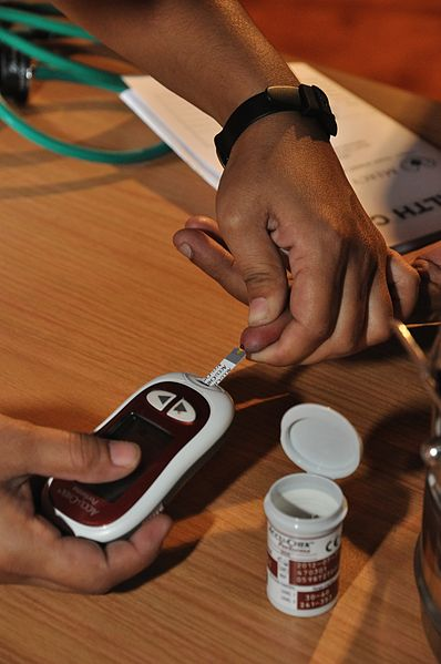 A patient's blood glucose is measured. Credit: Biswarup Ganguly / Wikimedia Commons